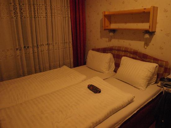 Hotel Arpi: Dormitorio