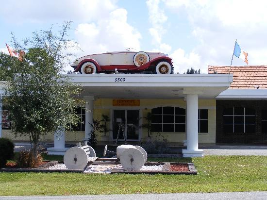Sarasota Classic Car Museum : The main entrance