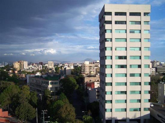 Hotel El Diplomatico : Streetside view