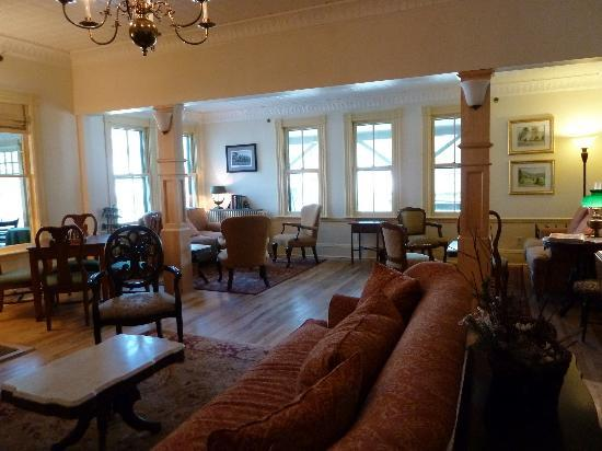 The Norwich Inn: Parlor