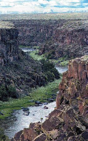 Los Rios River Runners: The Taos Box section of the Rio Grande Gorge