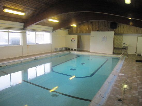 Camelot Court Motel: Our indoor Pool