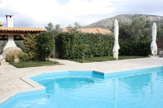 Anthemion Guesthouse: The swimming pool area