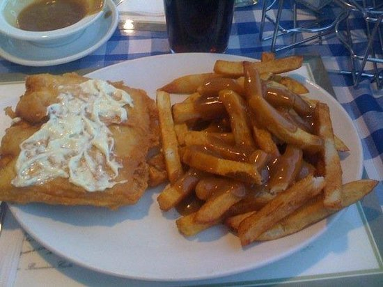 Heritage Fish & Chips: Yummy gravy on the chips!