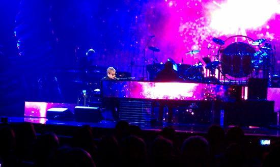 Elton John - The Million Dollar Piano: Elton