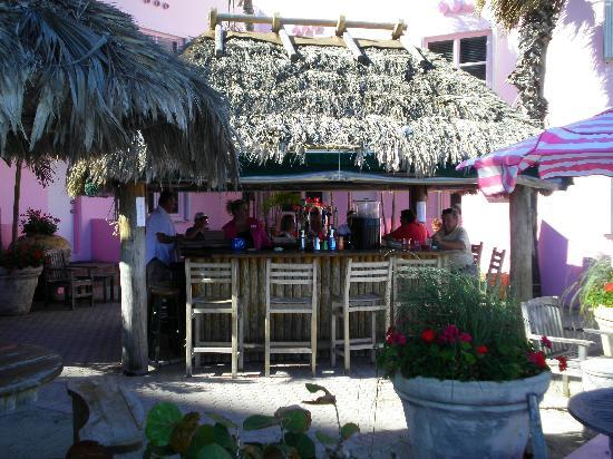 WalkAbout Beach Resort: tiki bar...scene of the crime!!!