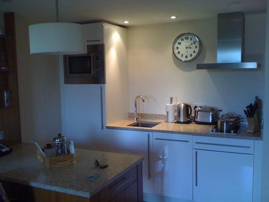 Staybridge Suites Newcastle: Kitchen area of 1 bed suite
