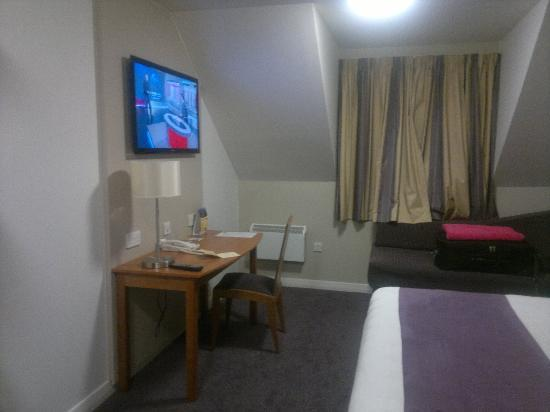 Premier Inn London Rainham Hotel : large tv