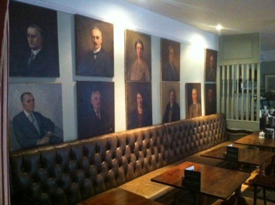 The Wheatsheaf Inn: Breakfast room after the clean-up