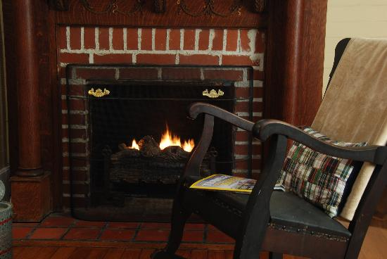 Mountain Rose Inn : Just rocking by the fire