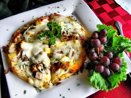 Tuscany Cafe: Delectable Pesto Pizza