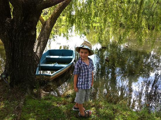 Briars Country Lodge & Inn : Master 4yr old exploring the lake and grounds