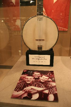 American Banjo Museum: Banjo owned by Dave Gard of the Kingston Trio.