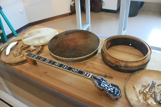 American Banjo Museum : Dismantled banjo display.