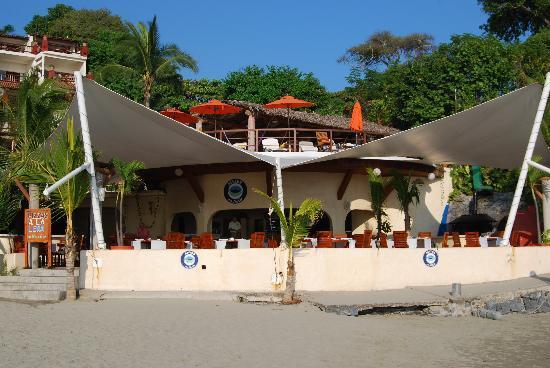 Aura del Mar Hotel: View of hotel from Beach