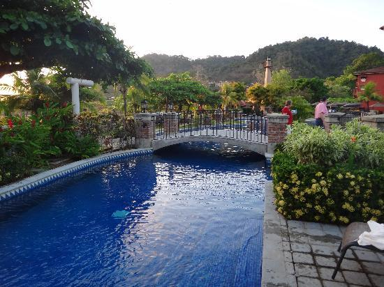 Herradura, Costa Rica: Beautiful pool