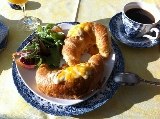 Le Royal Champetre: Breakfast