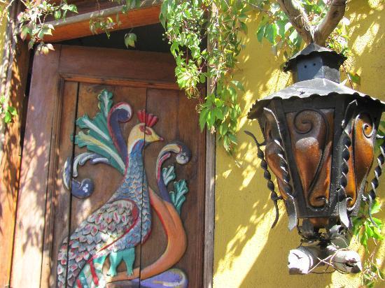 Cabo Inn Hotel: Outside of the palapas