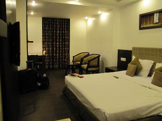 Hotel Le Roi: Room