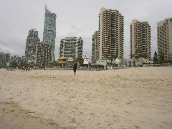 Olympus Apartments: Surfers Paradise Beach