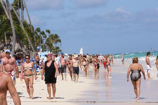 Grand Bahia Principe Bavaro: Playa llena de palmeras