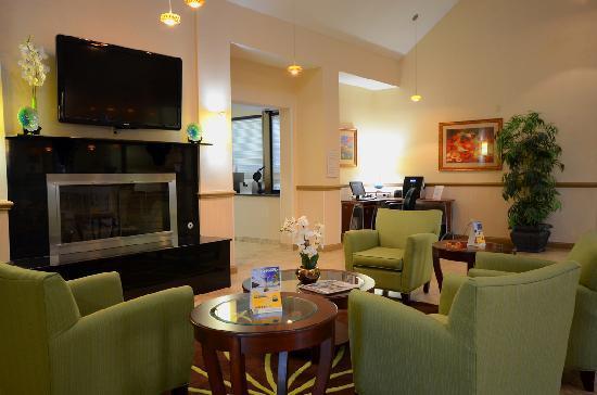 Comfort Suites: Lobby Seating - Comfort Inn Chesapeake