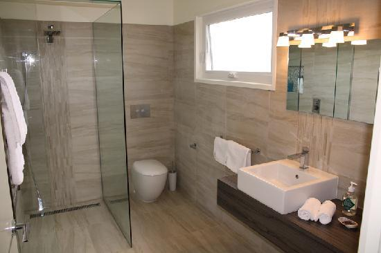 Killarney beach house b b 2018 prices reviews photos for European style bathroom