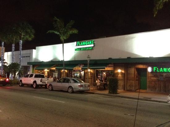 Flanigan's Seafood Bar and Grill: el frente