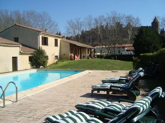 Les Palmiers De La Cite : La maison et la piscine