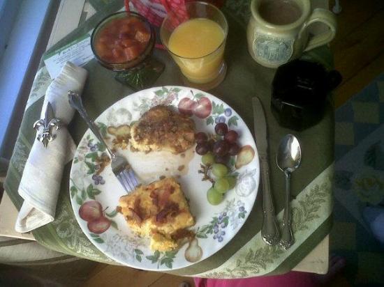 Franklin Inn on Durkee: Wonderful Gourmet breakfast served in our room
