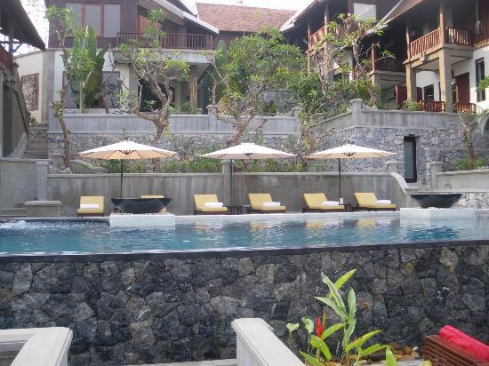Kiridara: Pool at the hotel