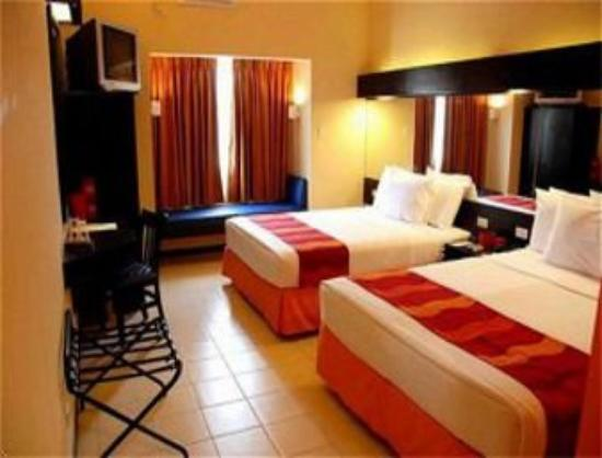 Microtel Inn & Suites by Wyndham Davao : The Microtel Davao Room