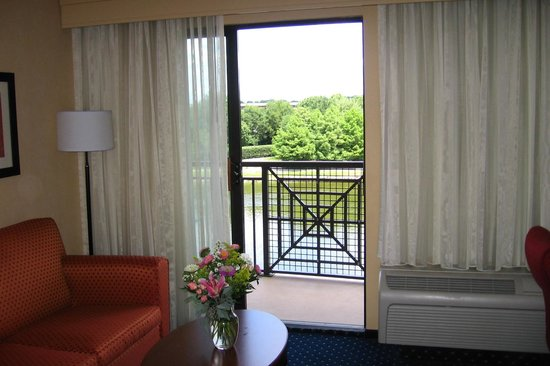 Courtyard by Marriott Gaithersburg Washingtonian Center: King Guest Lake View Balcony Room