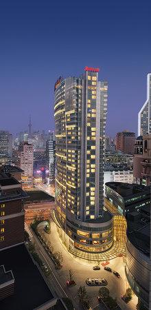 Marriott Hotel City Centre: Hotel Exterior from Guling Rd.酒店外景_牯岭路一侧