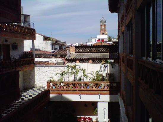 Catedral Vallarta Boutique Hotel: walkway view toward church