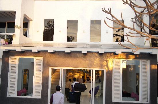 The Park Calangute Goa: hotel building entrance