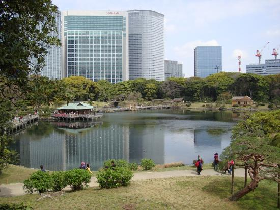 Mitsui Garden Hotel Ginza Premier: Mitsui Garden in background