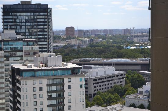 Melbourne Short Stay Apartments: View from 24th Floor, 187 City Road.  That's Melbourne Park and the MCG in the distance.
