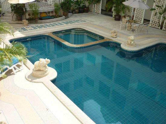 Sun Dance Hua Hin Hotel : Hotel Pool in central position