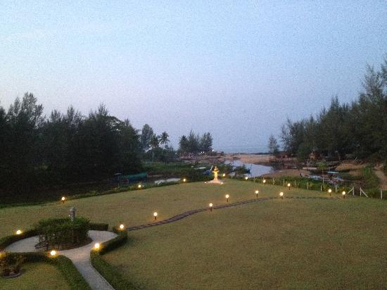 Khao Lak Riverside Resort & Spa: Grounds / beach path