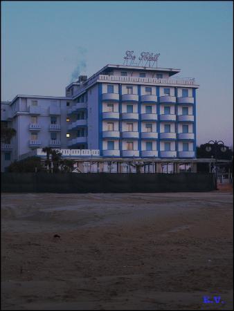 Hotel Le Soleil : Vu de la plage, au petit matin