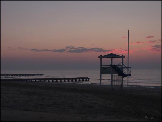 Hotel Le Soleil: Vue sur la plage en sortant de l'hôtel,petit matin