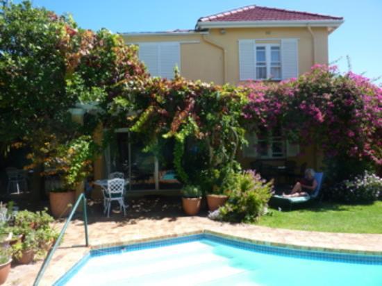 Huijs Haerlem: la piscine et une des villas