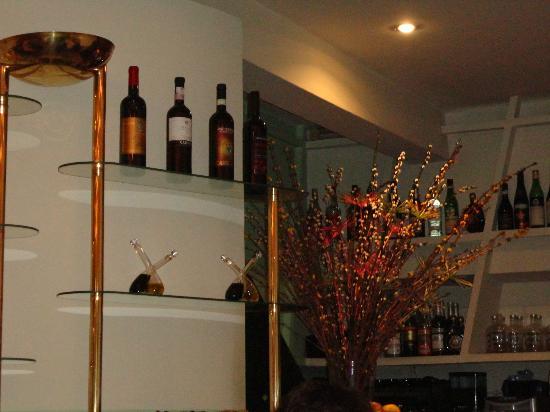 Casa Nostra : particolari del piccolo bar