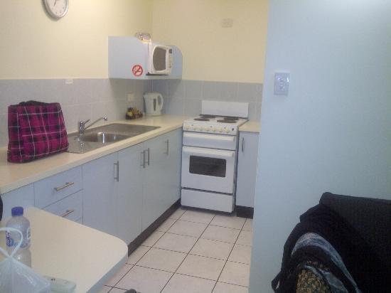 Comfort Resort Blue Pacific: Kitchen Area