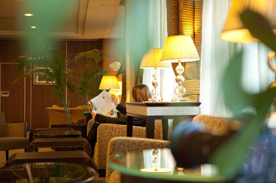 Perugia Plaza Hotel: Angoli Relax nella Hall