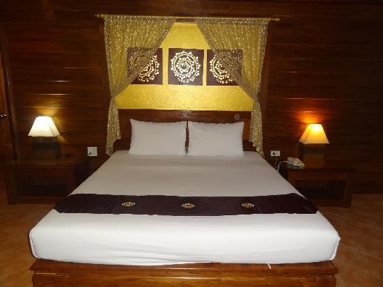 เบลแอร์ รีสอร์ท: the bful bed