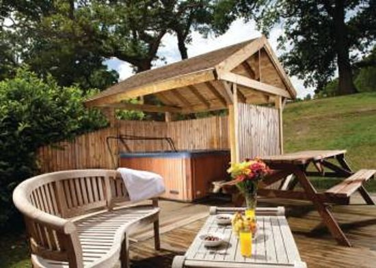 Tantara Woodland Lodges: Lovely private hot tub