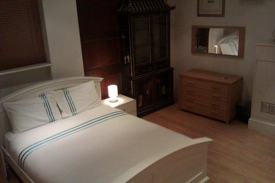 Rivington Apartments: Bedroom