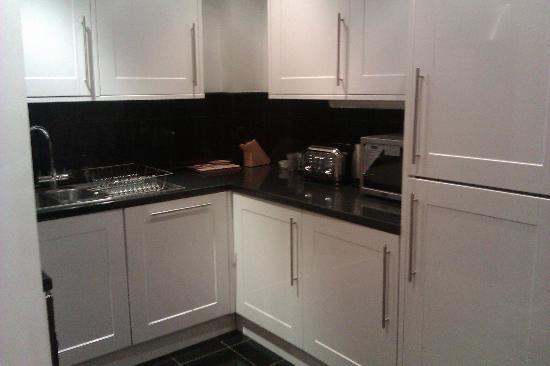Rivington Apartments: Kitchen area